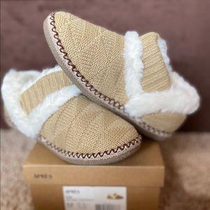 NIB-Lamo Chestnut Knit Slipper